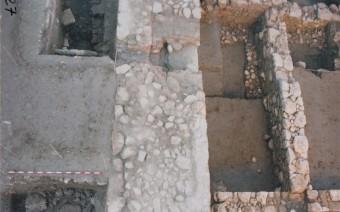 Superposición de la muralla medieval sobre las estructuras romanas (DPT)