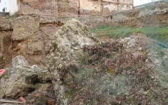 Estado actual de parte de la muralla y el solar (MR)