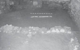 Muro romano con tubería de plomo. Sondeo 4 (AB)