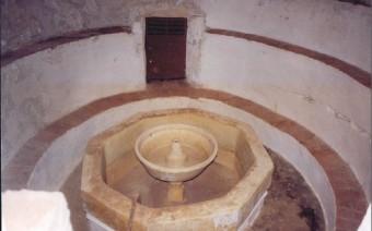Posibles baños en los sótanos del convento (PE)