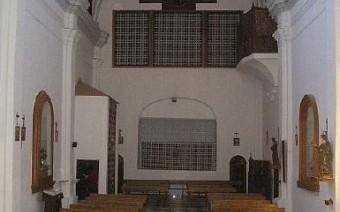 Interior de la iglesia y coro (PE)