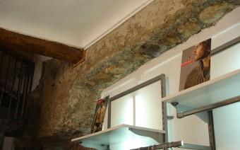 Muralla en el interior de la Lonja (JMC)