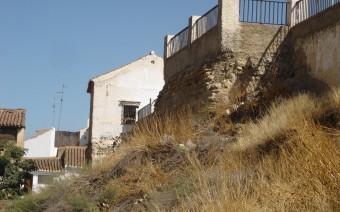 Torre y muralla en la calle San Miguel (JMC)