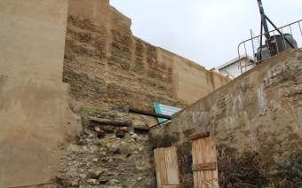 Imagen actual del interior con la muralla y la barbacana (MR)