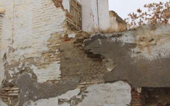 Restos de la casa con fábrica de tapial calicastrado y ladrillo (MR)