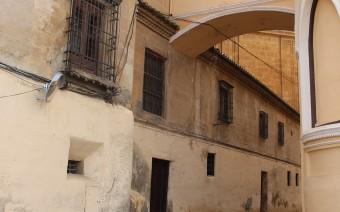 Fachada lateral y arco de comunicación con la catedral (MR)