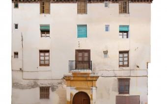 Fachada del palacio de los Mendoza en el callejón de Cotarro