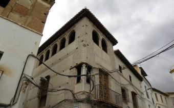 Esquina con balcón y torre tras la restauración (MR)