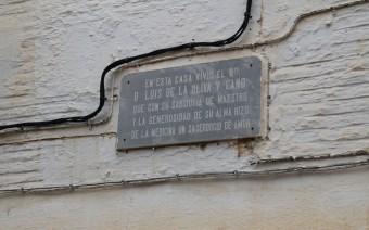 Incripción recordatoria en la fachada (MR)