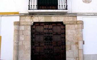 Portada con balcón y heráldica (JmGM)