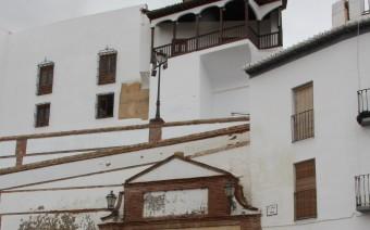 Caño de Santiago con el palacio de Peñaflor al fondo (MR)