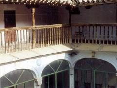 Patio con galerías y arcadas (PE)
