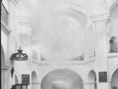 Fotografía antigua con el coro y la planta centralizada