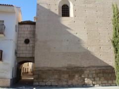 Arco e iglesia de San Miguel (IS)