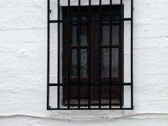 Ventana abierta en los cajones de tapial (MR)