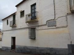 Fachada principal en la calle Doctor Oliva (MR)